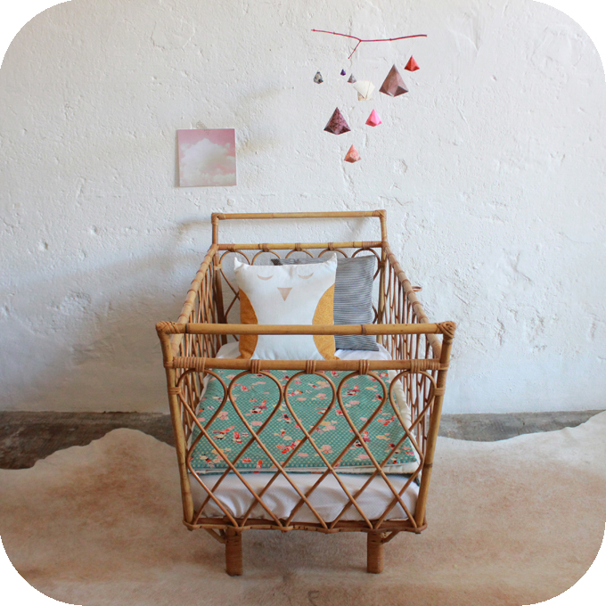 d596 lit bebe vintage rotin c atelier du petit parc. Black Bedroom Furniture Sets. Home Design Ideas