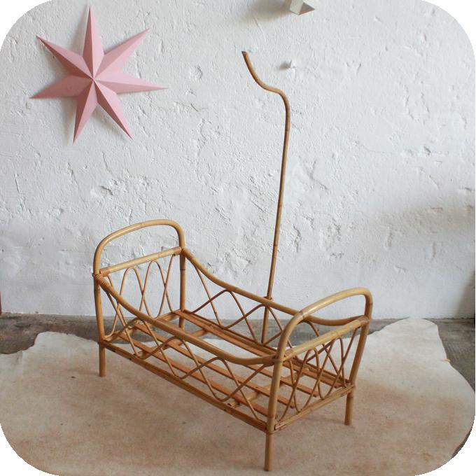 j326 lit rotin poupee jouet vintage b atelier du petit parc. Black Bedroom Furniture Sets. Home Design Ideas