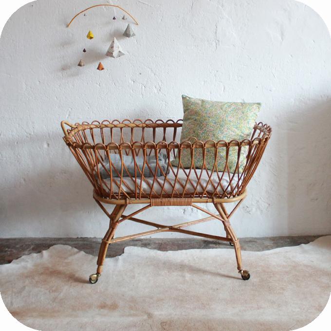 D682_Lit-berceau-bebe-vintage-rotin-a