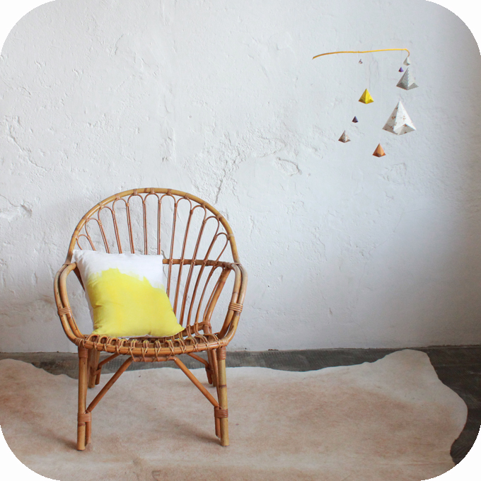 E227_Rattan-vintage-chair-a