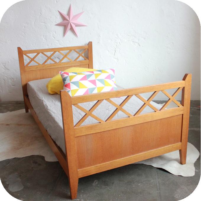 e237 lit ancien bois ann es 50 b atelier du petit parc. Black Bedroom Furniture Sets. Home Design Ideas