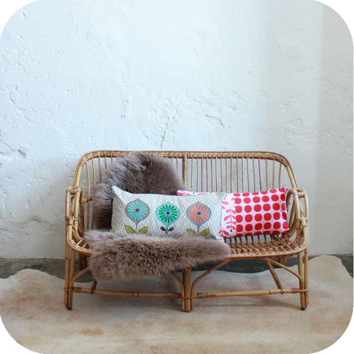 meuble vintage banquette rotin atelier du petit parc. Black Bedroom Furniture Sets. Home Design Ideas