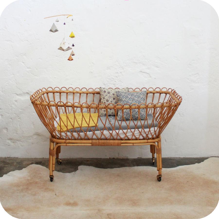 berceau b b ancien en rotin atelier du petit parc. Black Bedroom Furniture Sets. Home Design Ideas
