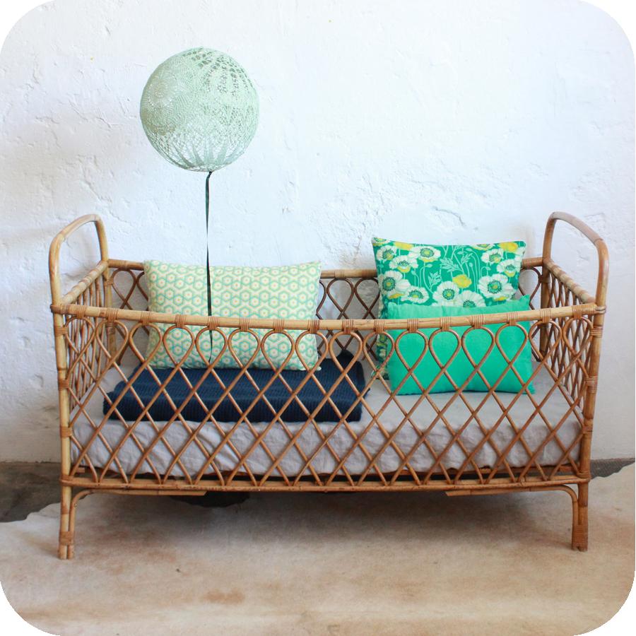 s lection de lits vintage r nov s et vendus par l 39 atelier du petit parc nantes atelier du. Black Bedroom Furniture Sets. Home Design Ideas