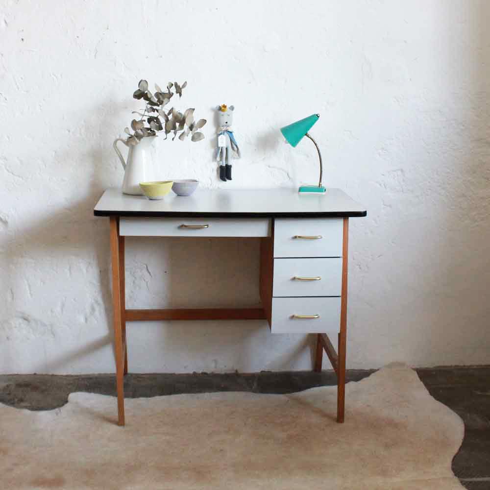 S lection de bureaux vintage r nov s et vendus par l 39 atelier du petit parc nantes atelier du - Petit bureau vintage ...