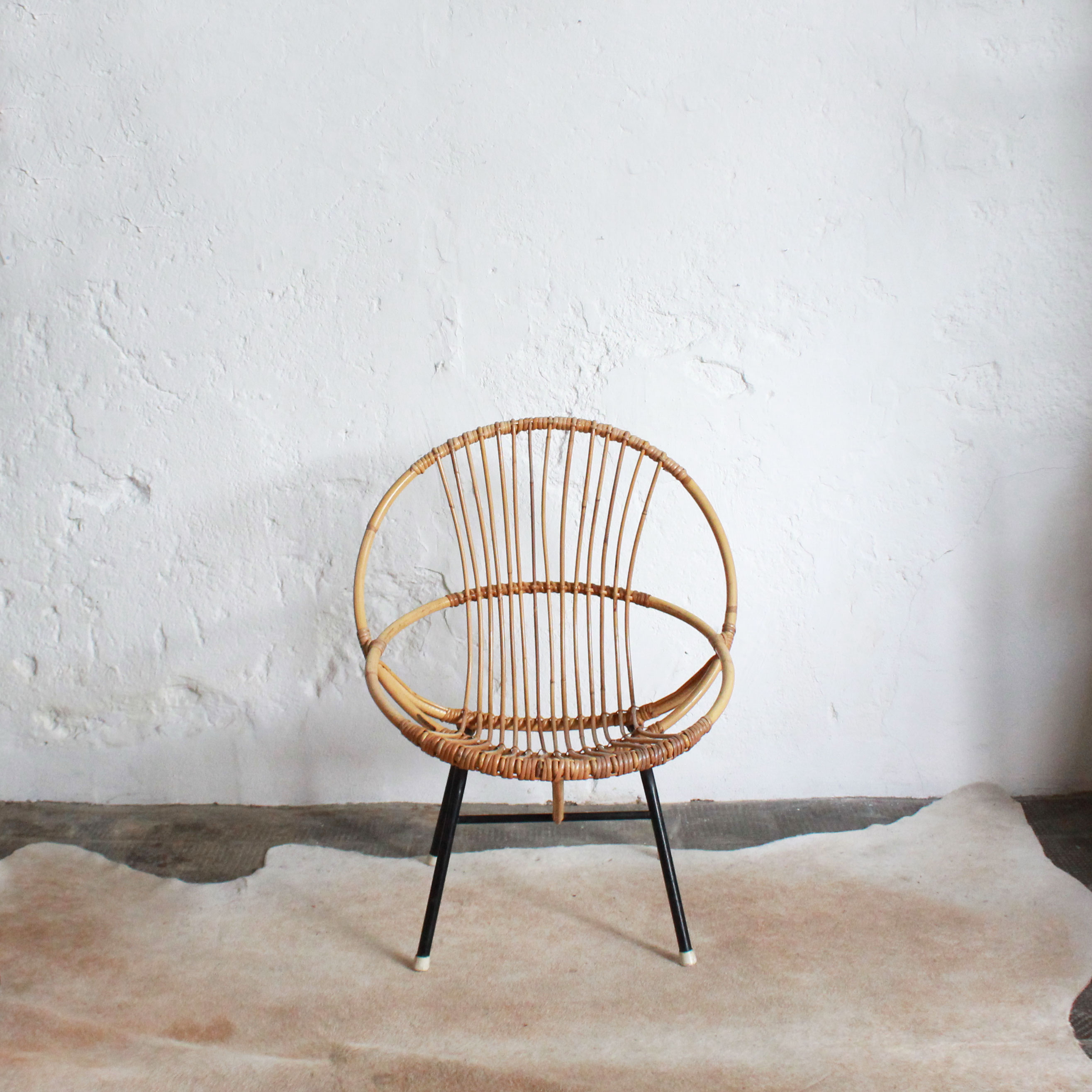 E578_Fauteuil-rotin-coquille-vintage-a