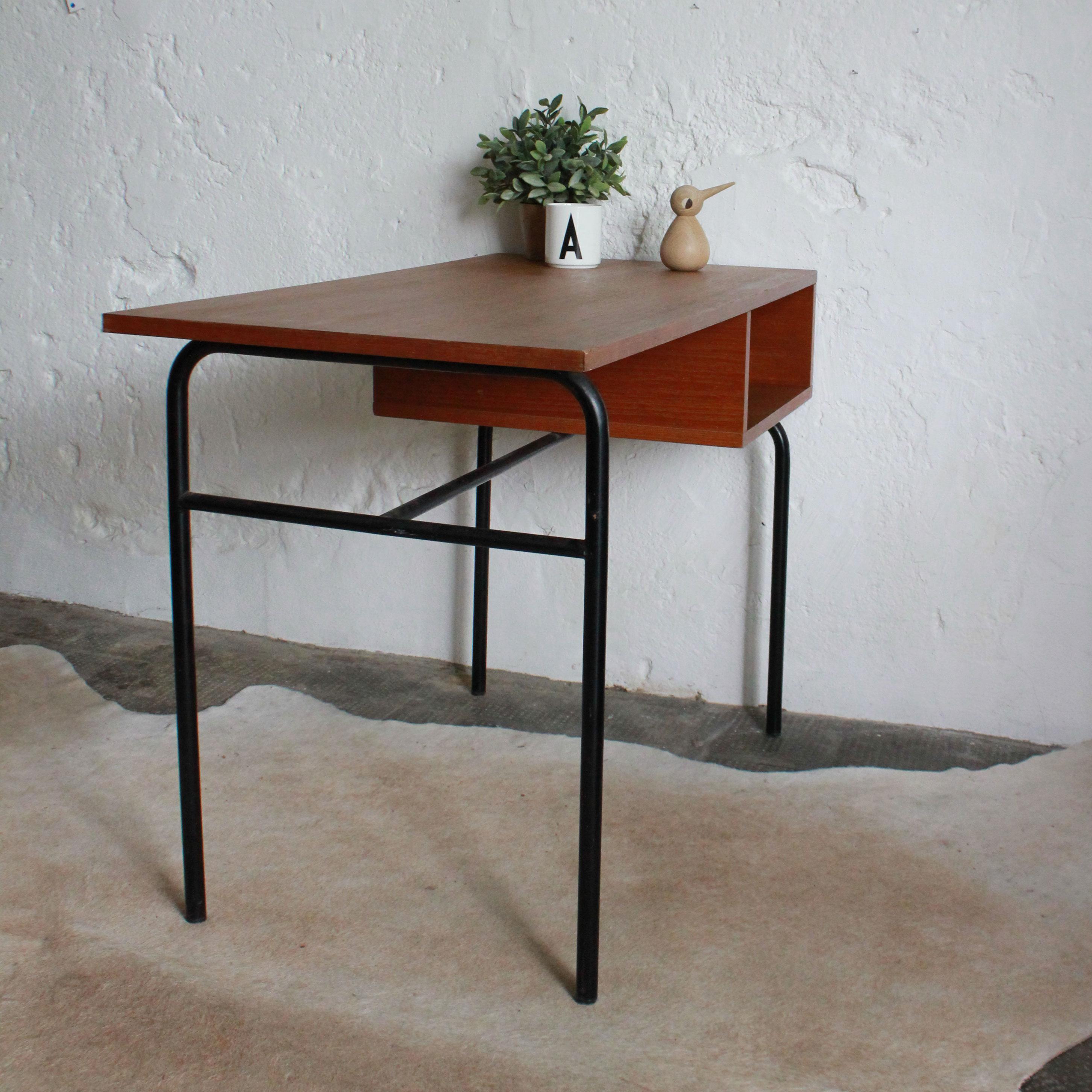 bureau paulin bureau pierre paulin cm 141 galerie yvan royer bureau paulin cm141 dit par. Black Bedroom Furniture Sets. Home Design Ideas
