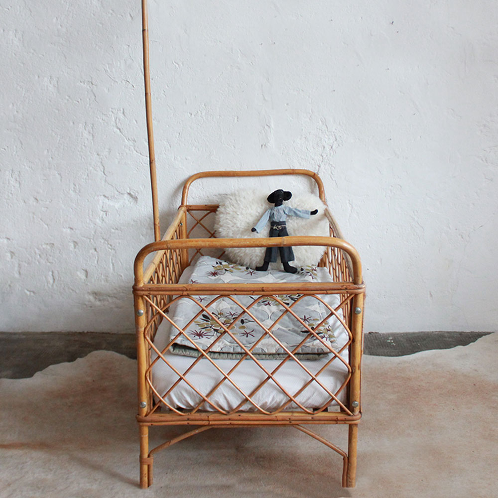 lit bebe rotin vintage e437 c atelier du petit parc. Black Bedroom Furniture Sets. Home Design Ideas