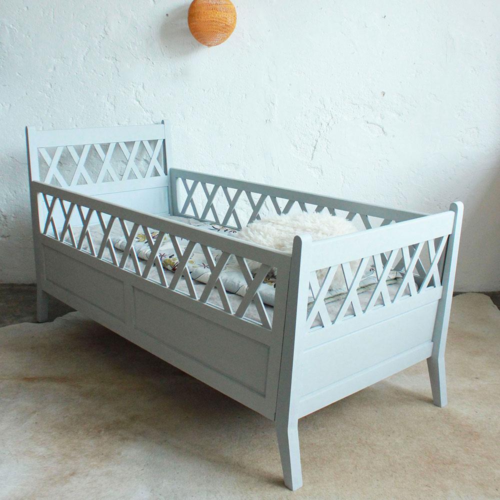lit b b vintage bois atelier du petit parc. Black Bedroom Furniture Sets. Home Design Ideas