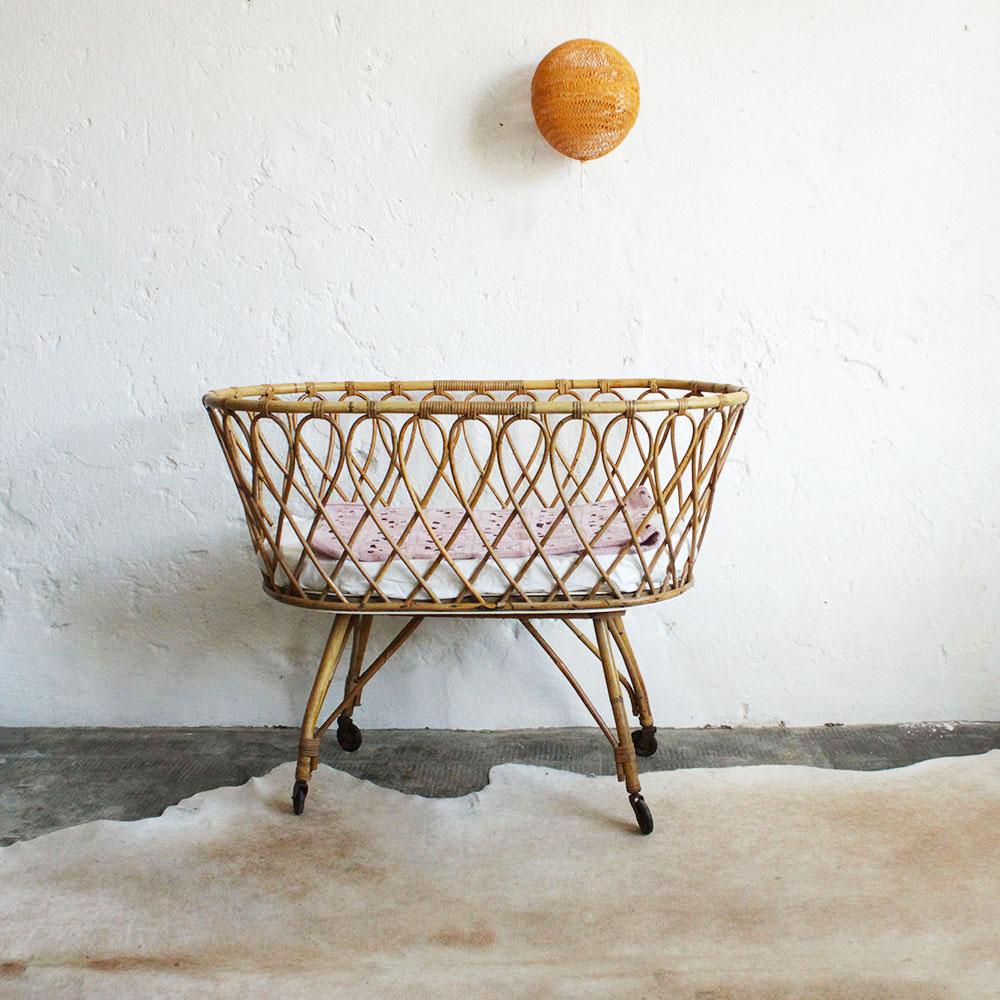 lit berceau b b en rotin vintage atelier du petit parc. Black Bedroom Furniture Sets. Home Design Ideas