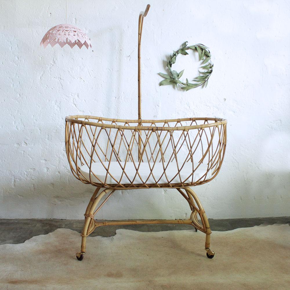 lit berceau b b rotin vintage f446 atelier du petit parc. Black Bedroom Furniture Sets. Home Design Ideas