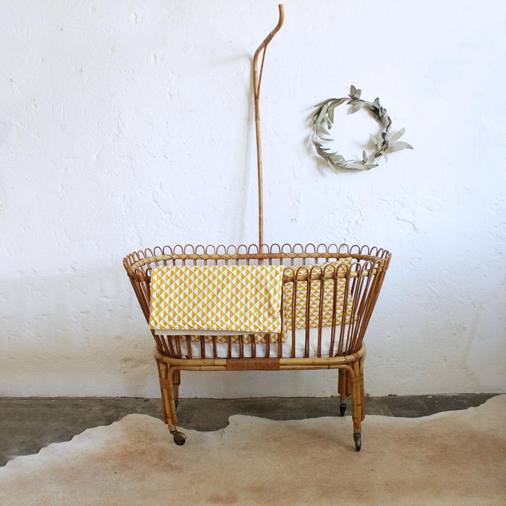 Berceau vintage en rotin atelier du petit parc - Petit lit bebe berceau ...