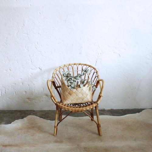 fauteuil-rotin-vintage-avec-boucles-F595_a