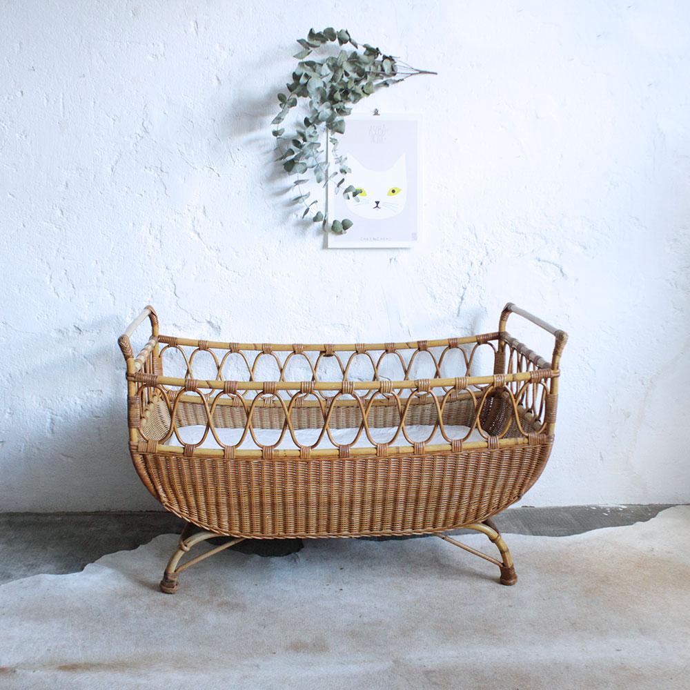 lit b b rotin vintage atelier du petit parc. Black Bedroom Furniture Sets. Home Design Ideas