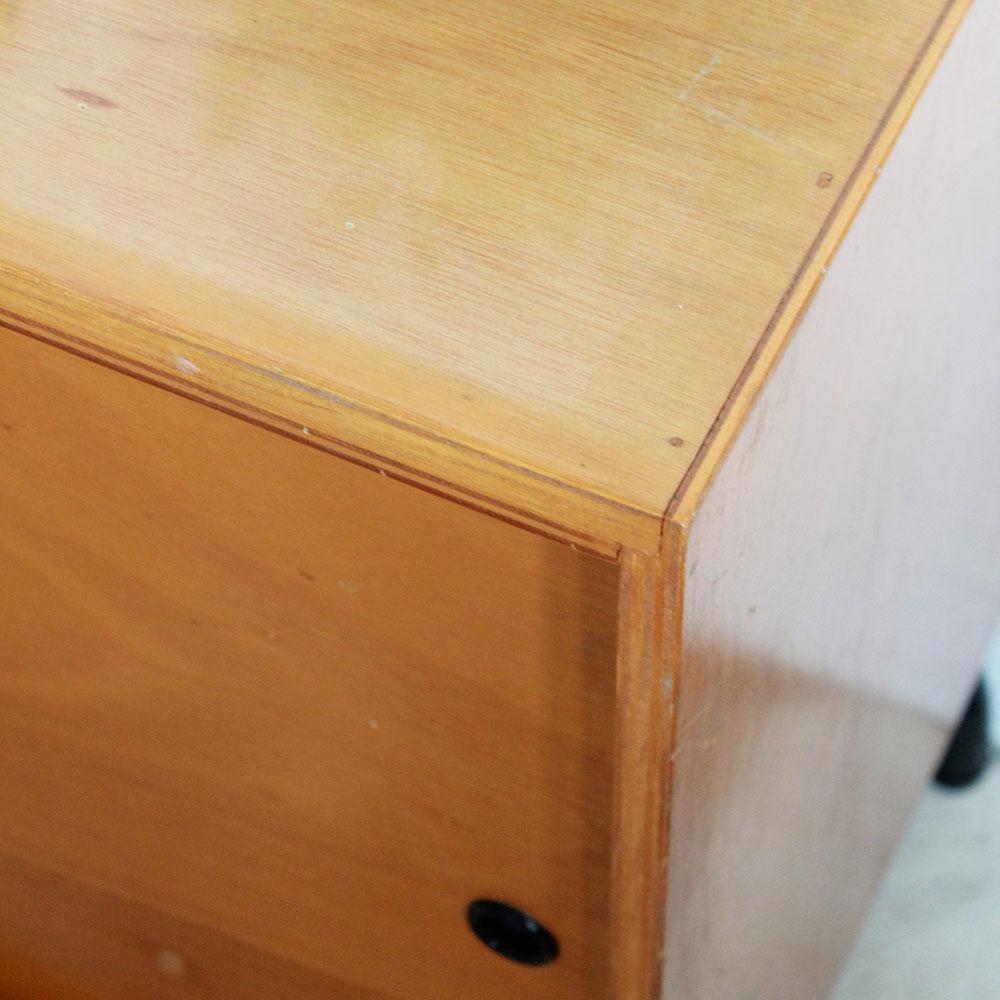 Meuble scolaire portes coulissantes atelier du petit parc for Ecole du meuble