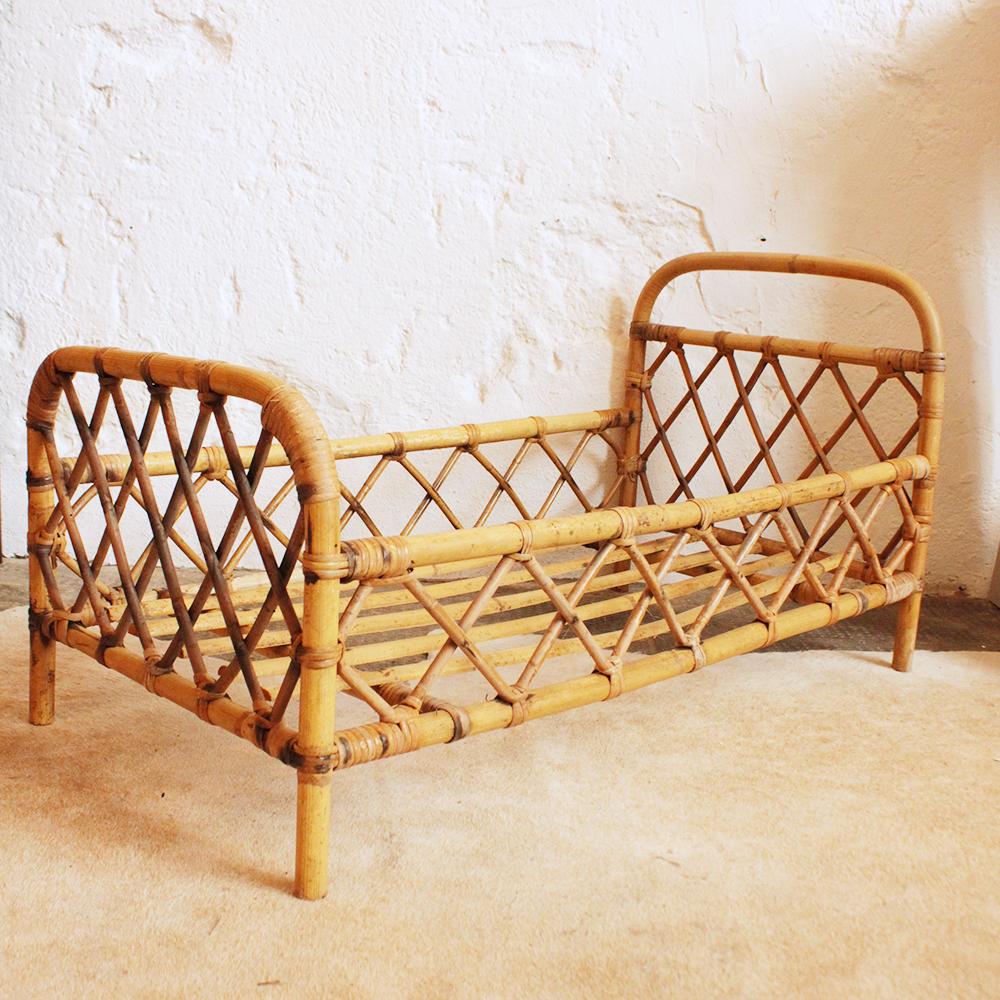 lit poup e rotin r tro vintage atelier du petit parc. Black Bedroom Furniture Sets. Home Design Ideas