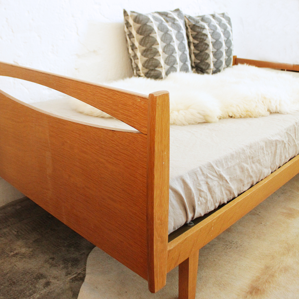 lit scandinave bois vintage atelier du petit parc. Black Bedroom Furniture Sets. Home Design Ideas