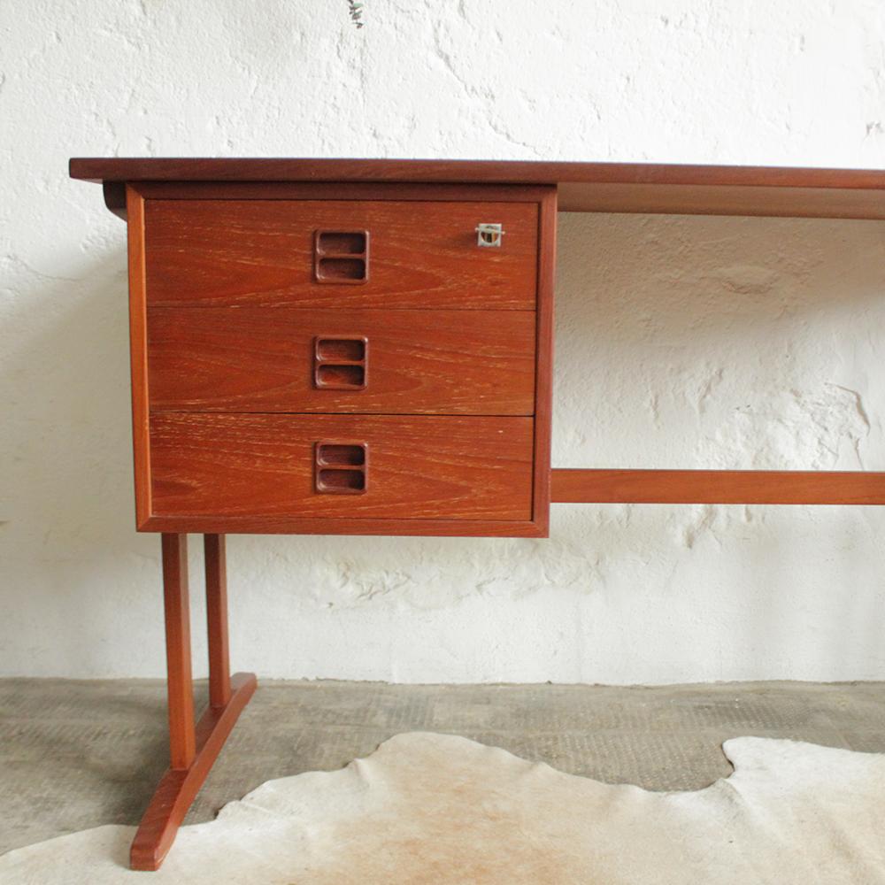 Bureau vintage moderniste ancien atelier du petit parc for Bureau retro