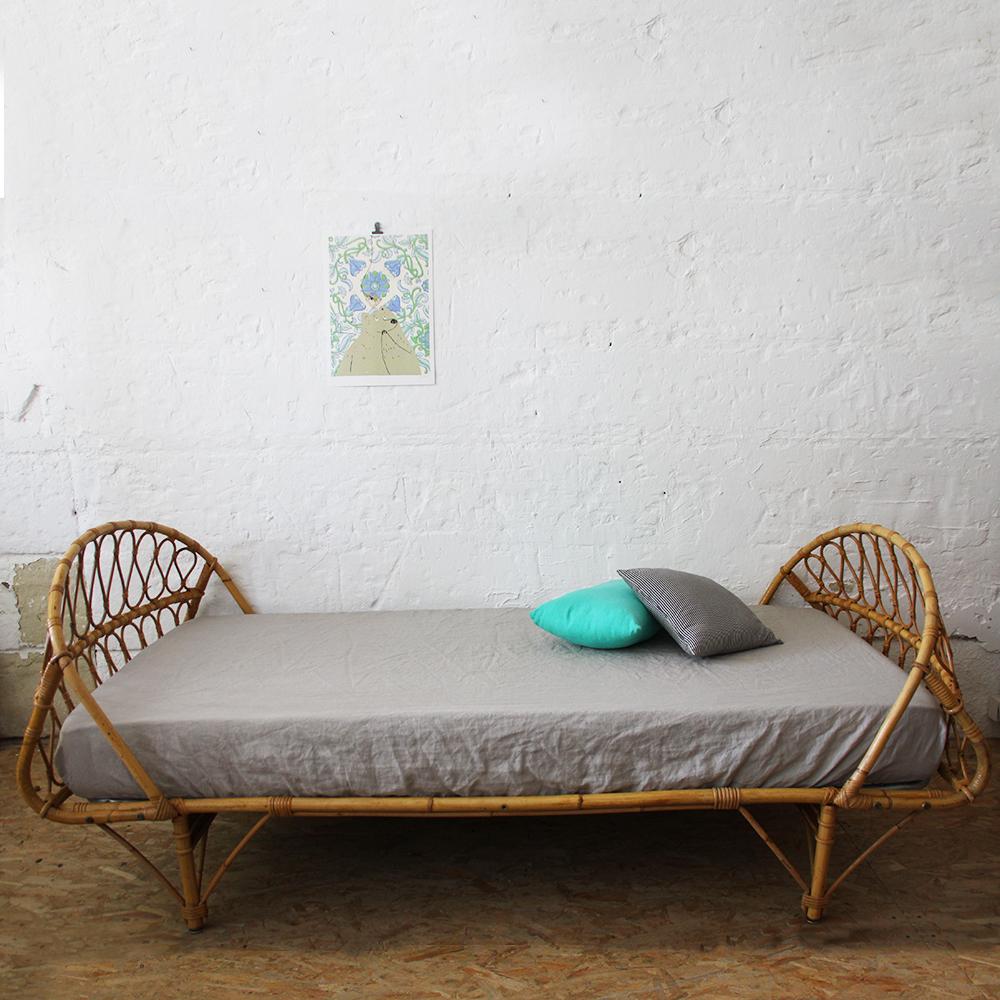 lit rotin vintage forme corbeille atelier du petit parc. Black Bedroom Furniture Sets. Home Design Ideas