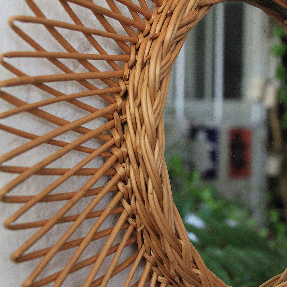 Miroir osier forme soleil vintage atelier du petit parc for Miroir soleil osier