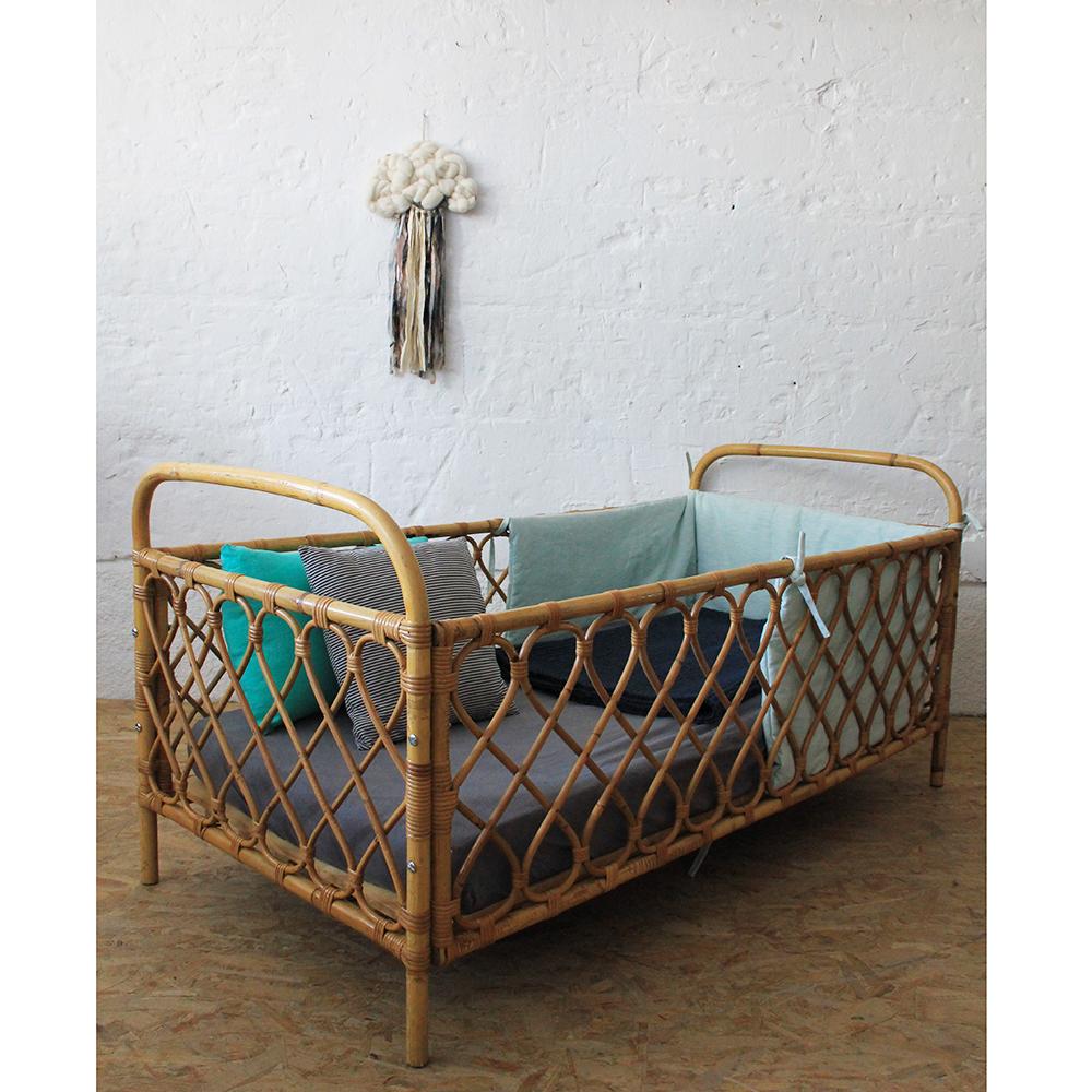 lit b b en rotin vintage atelier du petit parc. Black Bedroom Furniture Sets. Home Design Ideas