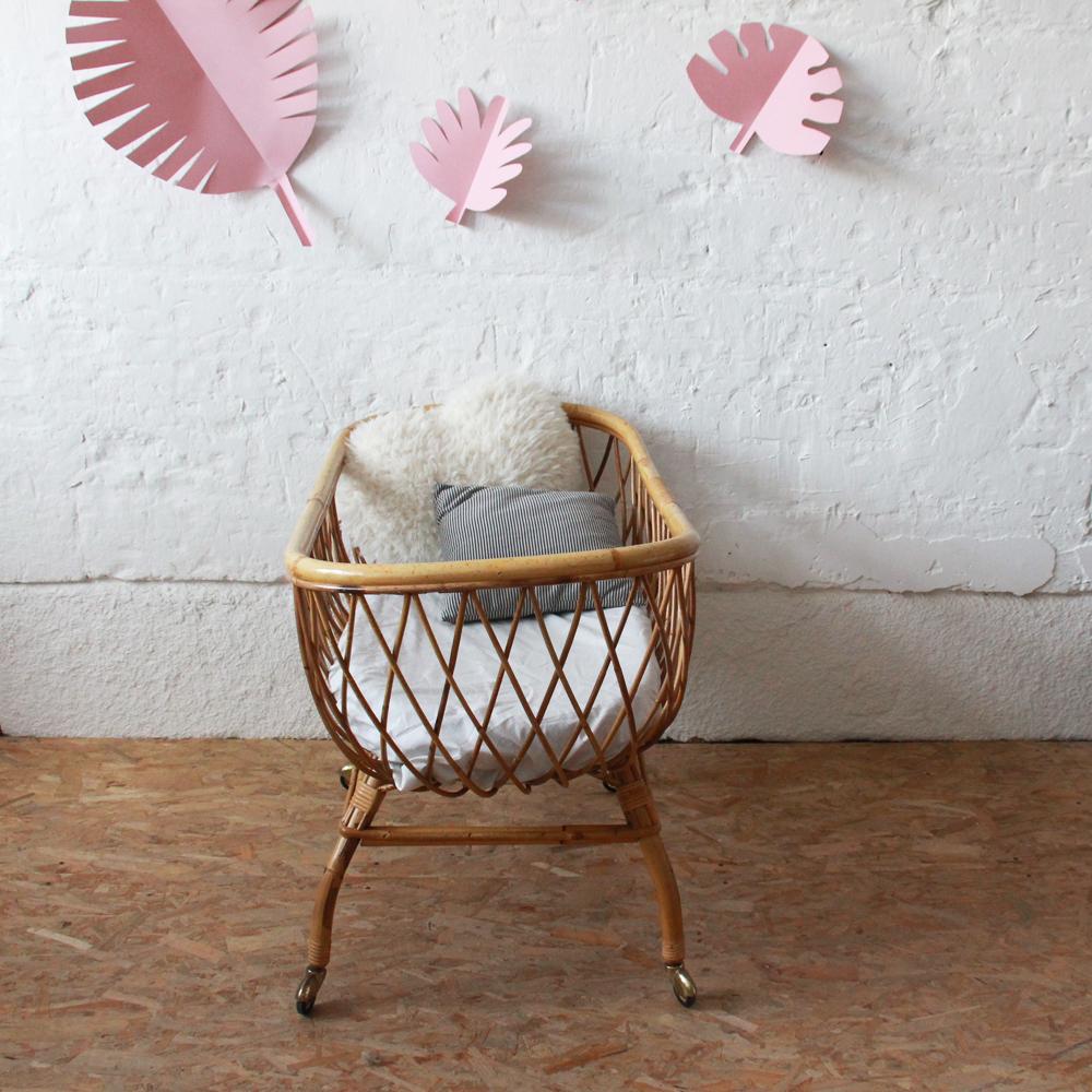 berceau b b en rotin vintage atelier du petit parc. Black Bedroom Furniture Sets. Home Design Ideas