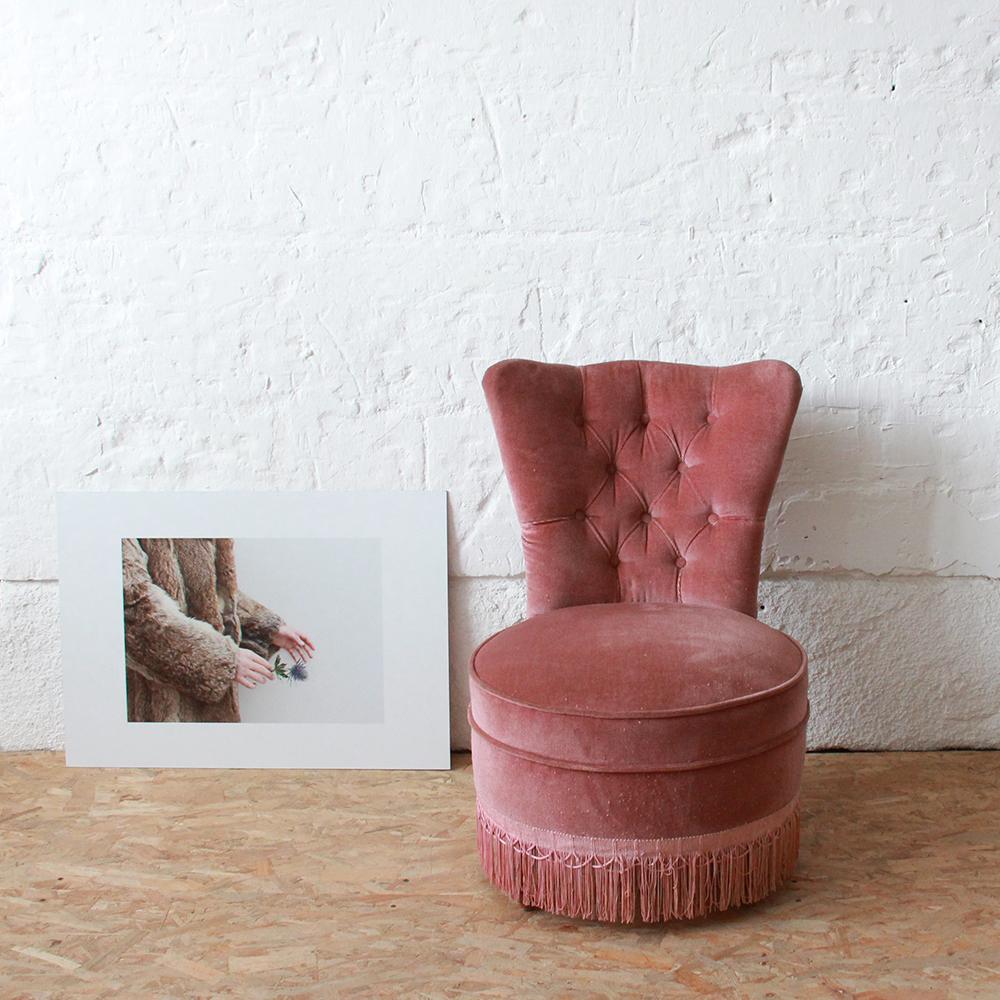 Fauteuil velours vintage confortable   Atelier du petit parc