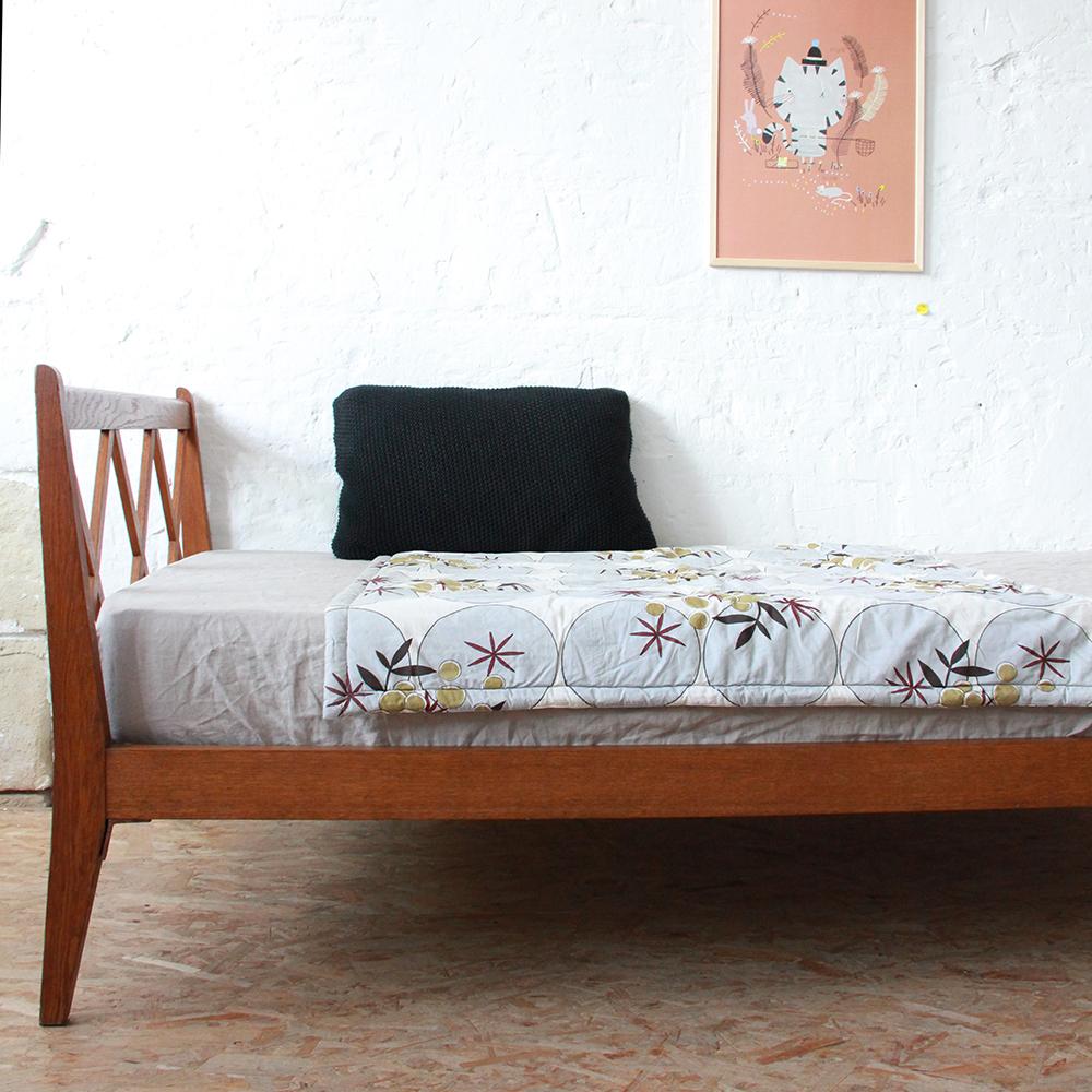 lit bois vintage enfant croisillons atelier du petit parc. Black Bedroom Furniture Sets. Home Design Ideas