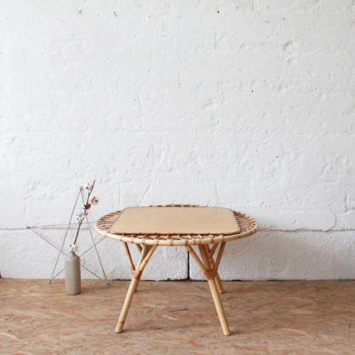Table basse vintage soleil atelier du petit parc for Theatre du petit miroir