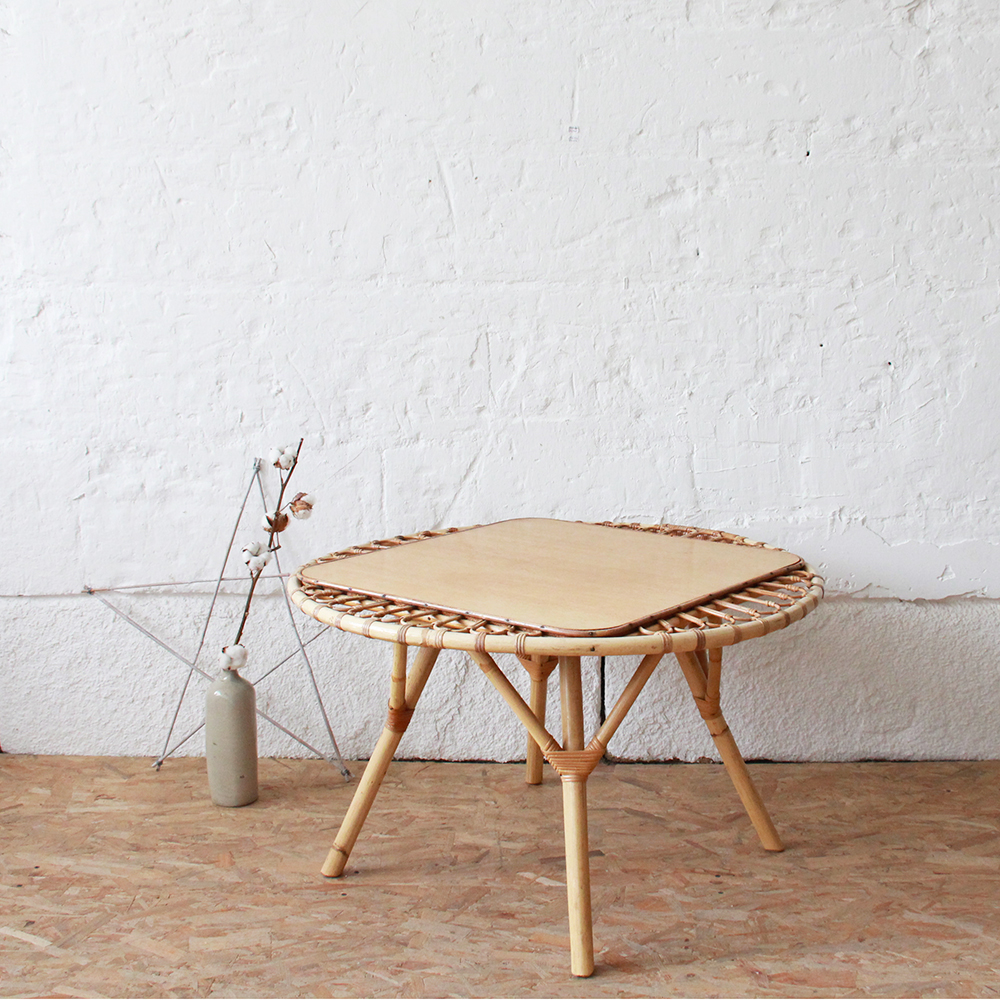 Table basse vintage soleil atelier du petit parc for Belle fenetre basse goulaine